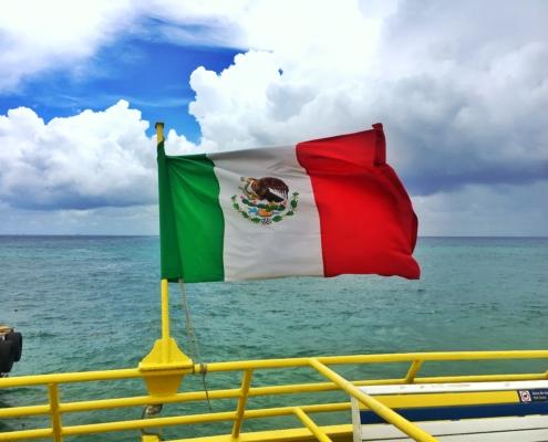 Mexikanische Flagge in Quintana Roo