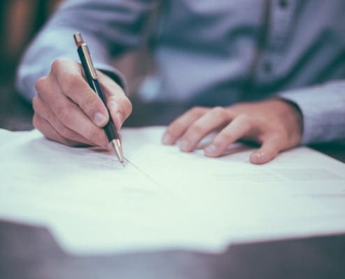 Wahl der Rechtsform - Vertragsunterzeichnung
